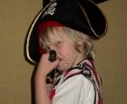 Piratenkostuum en verrekijker in de piratenkist